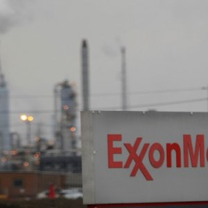 Exxon, Chevron Curtail Outlook