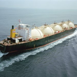 France to Help Build 1st FLNG Unit