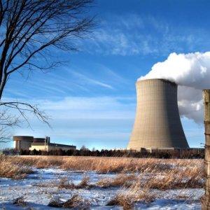Halt on 2 Japanese Reactors