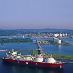 LNG Shipping Rates Lowest Since 2010