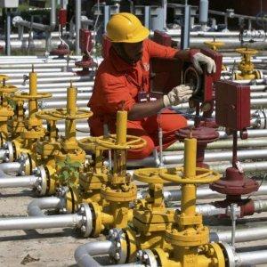Bomb Hits Pipeline From Libyan El Sarir Oilfield
