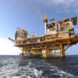 Installation of Oil Platform in SP