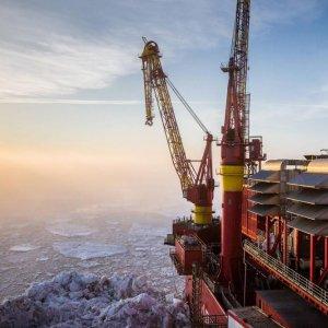 Rosneft Says Exxon Arctic Well Strikes Oil