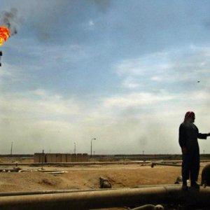 Russia, S. Arabia Agree  to Freeze Crude Output