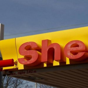 Shell Cuts $2b in Spending