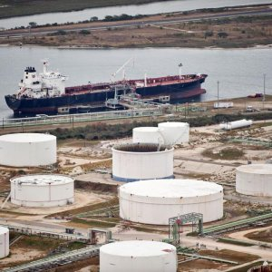 Traders to Store Oil in Tankers in 2015