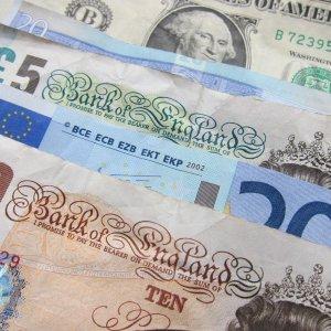 Dollar Rises as Stocks Fall