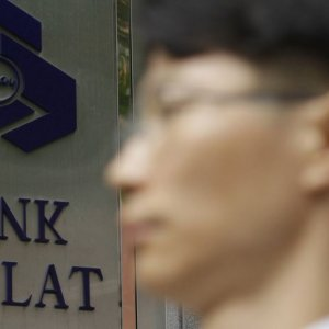 Mellat Bank to Normalize Seoul Operations