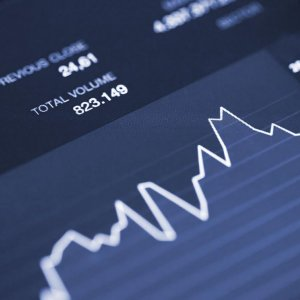 IFX Edges Down Amid Low Trade Volume