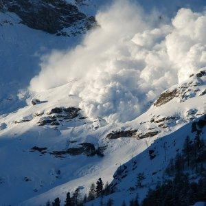 One Killed, 2 Hurt in Darbandsar Avalanche