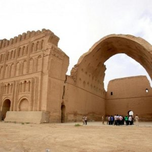 Iraq, Iran Sign Deal to Foster Tourism Coop.