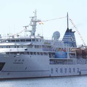South Korean Tourists Arrive in Bandar Abbas