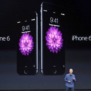 Apple Unveils Large iPhone, Watch