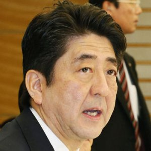 Abe Told to Delay Tax Hike