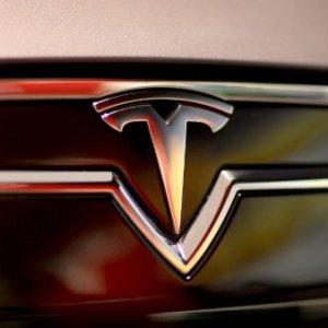 Mercedes Unplugs Tesla Investment