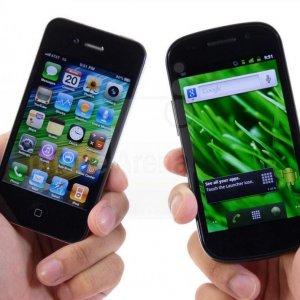 Men Fight Over Best Smartphone