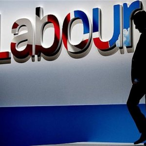 Labour Party Pledges Rise in Minimum Wage
