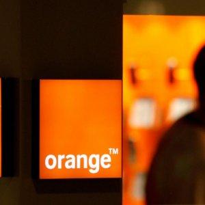 Orange SA Mulls Buying Stake in Iranian Firm