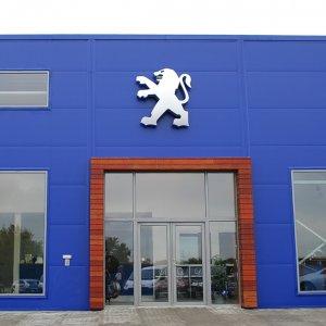 Peugeot Mulls Joint Venture