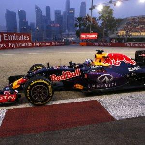 Ferrari, Red Bull Top Contenders in Singapore