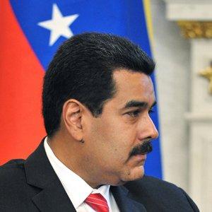 Venezuela Seeks Foreign Aid as Oil Prices Tumble
