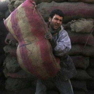 Afghans Concerned Over Worsening Economy
