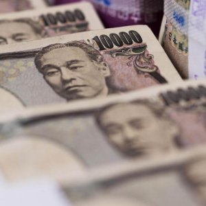 Rich Advised to Buy Yen