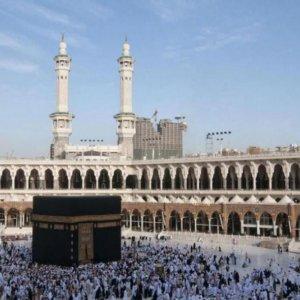 Hajj Pilgrims Undergo Health Checks