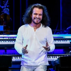 Yanni Connects With Iranians