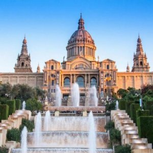 Barcelona Poll: Tourists Worse Than Poverty