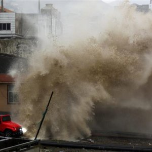 Deadly Typhoon Thrashes Taiwan