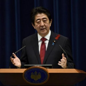 Abe Presses Firms to Lift Capital Spending
