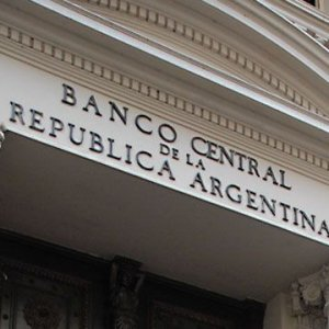 Argentina to Issue Bigger Notes