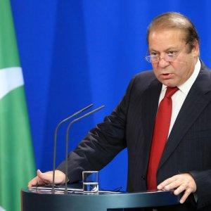 Pakistan Raises Record $1.02b