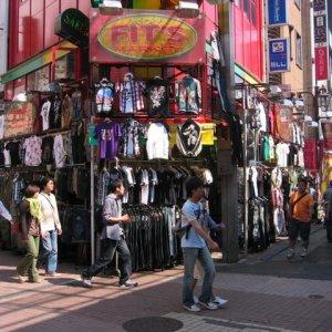 Tokyo Investors Look to Economy