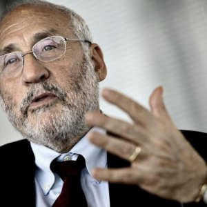 Stiglitz Asks Fed to Hold Inerest Rates