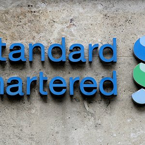 StanChart Plans to Cut 1,000 Top Staff