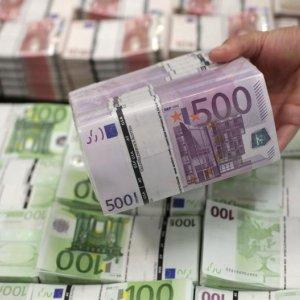 Bond Investors Seeking ECB Stimulus Hint
