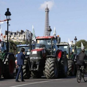 French Gov't Pledges More Aid for Farmers
