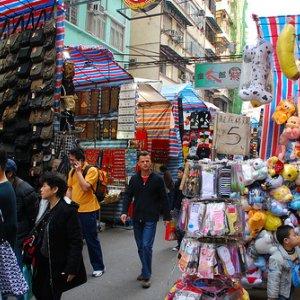 HK Retail Sales Slump Further