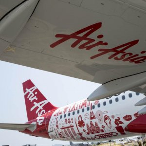 Investors Say Time to Buy AirAsia Shares