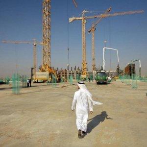 Saudis Delay Contractor Payments Amid Oil Slump