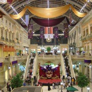 Spaniards on Shopping Spree