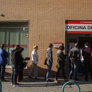 Spanish Unemployment Falls 2.7%