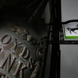 UK Stake in Lloyds Falls to Below 20%