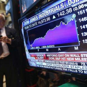 US Stock Market Teeters on Edge of Collapse