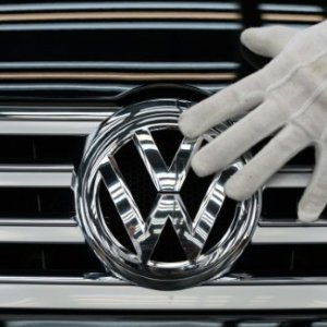 VW Shares Fall 5%