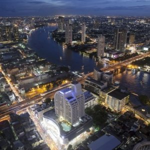 Wealthy Thais Keep Property Developers Busy