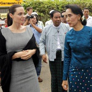 Jolie Visits Myanmar, Meets Rohingyas