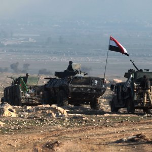Iraqi forces advance on February 23 towards Mosul airport prior to entering the airport compound for the first time since the IS group overran the region in 2014.